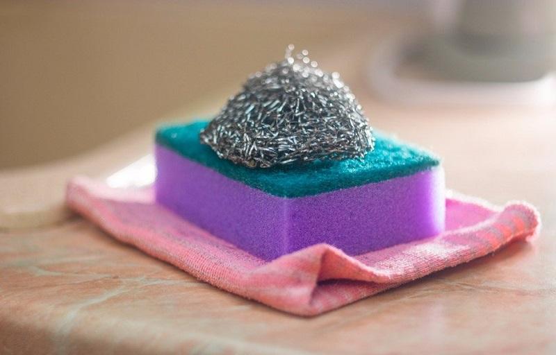 Металлическая губка — лучший инструмент для дома! И обувь почистишь, и от мышей избавишься, и…