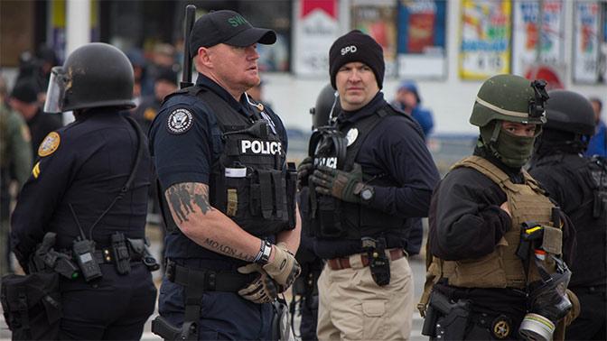 Демократия побеждает преступность! В США полиция за год расстреляла около тысячи человек