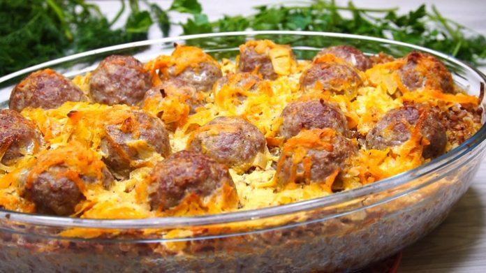 Шикарный вариант обеда или ужина из самых простых продуктов — гречка с мясными шариками