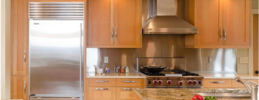 Холодильник в интерьере современной кухни