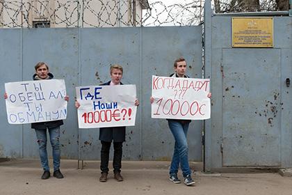Школьники потребовали от Навального 10 тысяч евро
