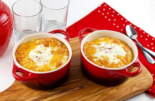 ЛЮБИМЫЙ ЗАВТРАК. Запечённые яйца с колбасой и пшённой кашей