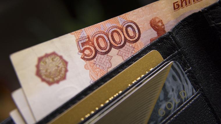 Долги россиян растут в два раза быстрее зарплат