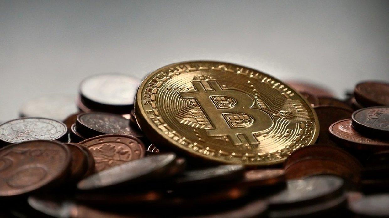Курс биткоина достиг почти 8 тысяч долларов