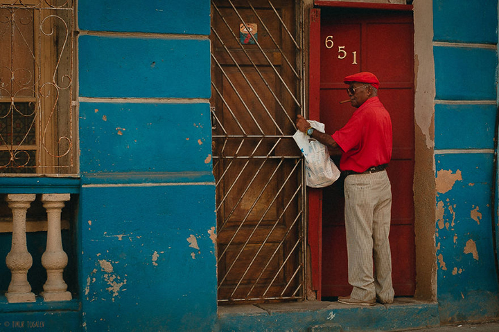 i-spent-20-days-in-cuba-documenting-the-life-of-local-people-8__880