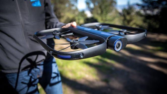 Компания Skydio представила дрон, которым можно управлять с часов