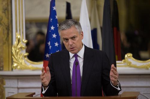 """Хантсман заявил, что США и Россия ведут """"закулисную работу"""" на территории Сирии"""