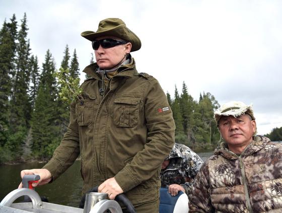 В сети появились фотографии рыбалки В. Путина.