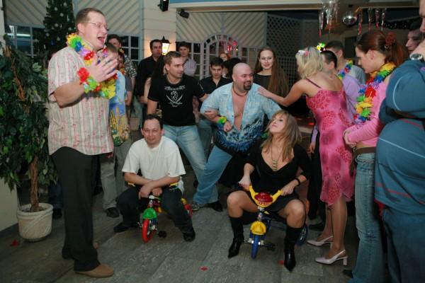Веселые и прикольные фотографии с новогоднего корпоратива (10 фото)