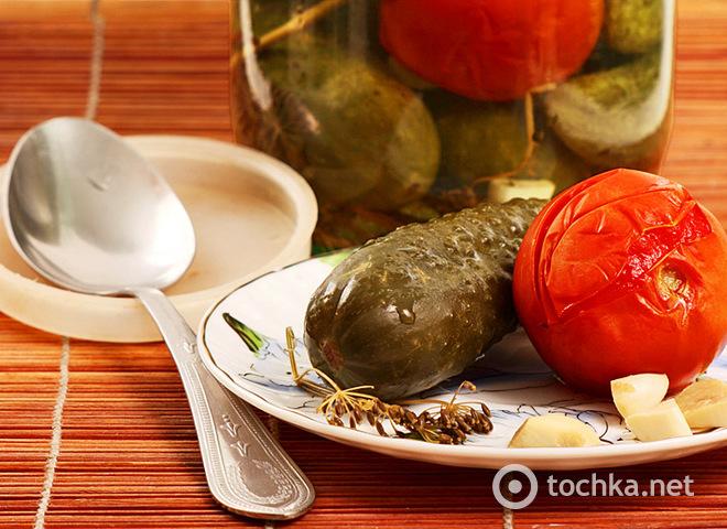 Ассорти из помидор и огурцов на зиму