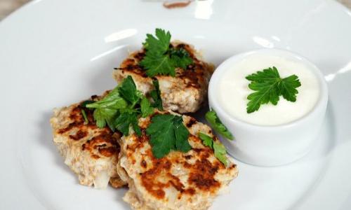 Поедем, поедим: Ржаные оладьи с мясом и капустой