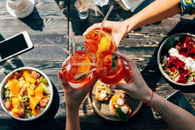Рецепт самого модного коктейля лета 2018 – Апероль Шприц