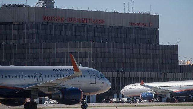 """""""Шереметьево"""" предлагает вернуть курительные комнаты в аэропортах РФ"""