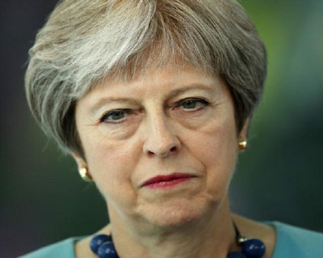 Британцы требуют отставки Мэ…