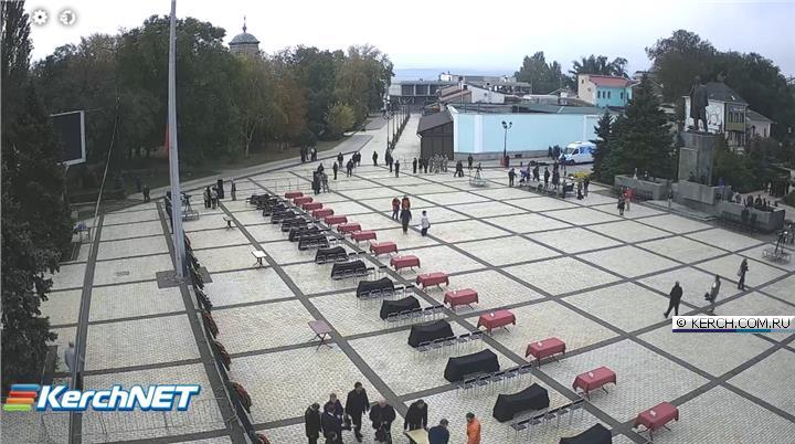 Центр Керчи перекрыт. На площади готовятся к церемонии прощания