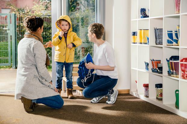 Фото №2 - Первый раз в детский сад: можно ли избежать истерик у малыша