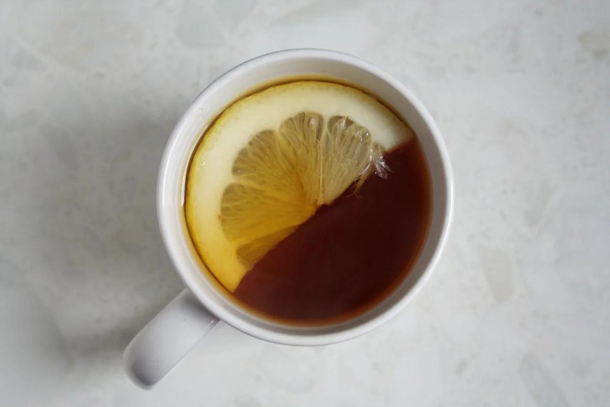 Почему чай (заваренный в кипяченой воде) не стоит разбавлять водой сырой. Спойлер: не из-за бактерий