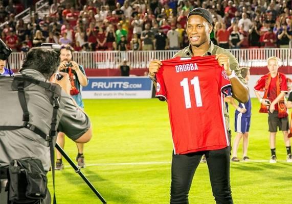 10 звезд из прошлого, которые все еще играют в футбол