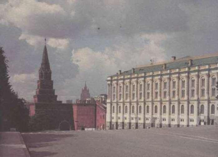 Здание Оружейной палаты возле Боровицких ворот, где в 1844 г. нашли клад в бронзовой чаше | Фото: rusarch.ru