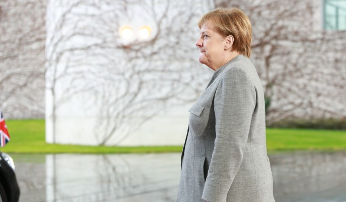 Меркель хотят выкинуть на ул…