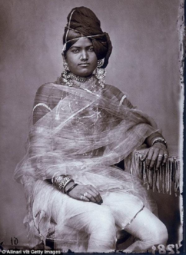 19 фото из коллекции индийского махараджи, которая более 100 лет оставалась нетронутой