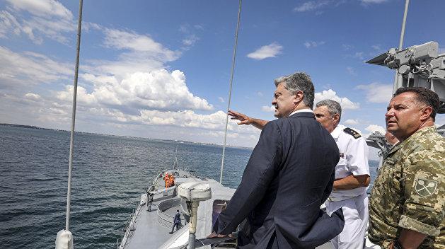 Порошенко отдал приказ захватить украинский Керченский пролив