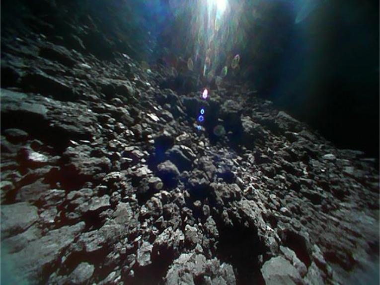 Опубликованы новые фотографии с поверхности астероида Рюгу