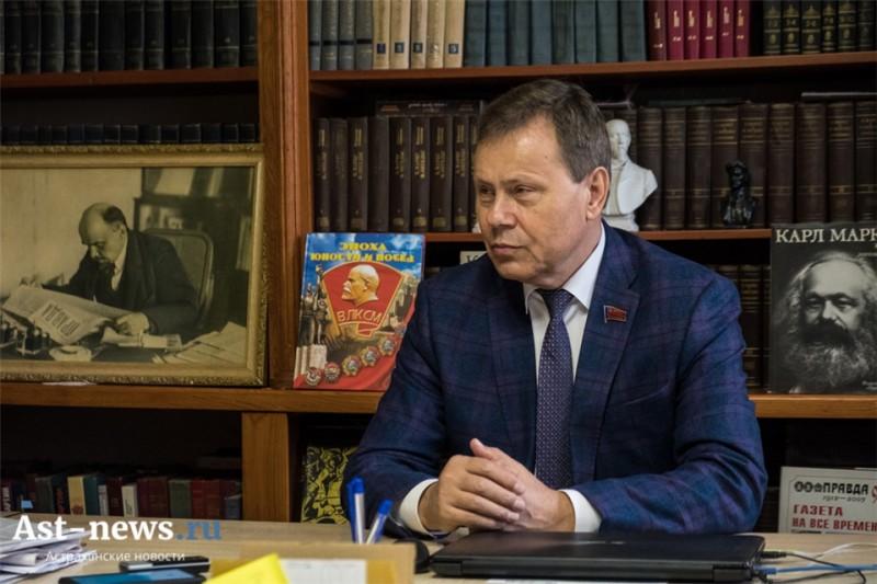Николай Арефьев: «Страна «лежит на боку», её экономика даже не движется…»