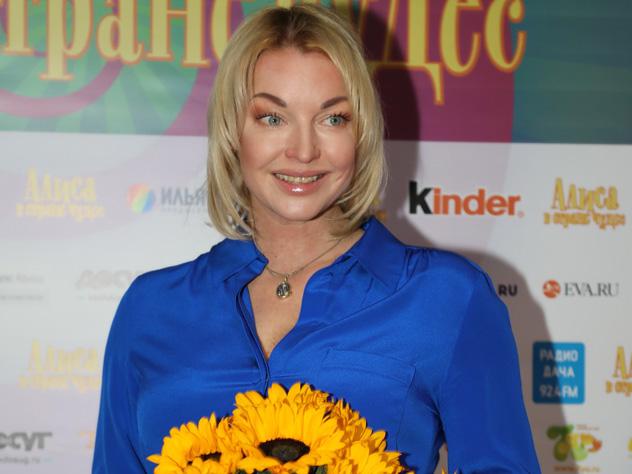 Волочкова сводила дочь на мюзикл Авербуха