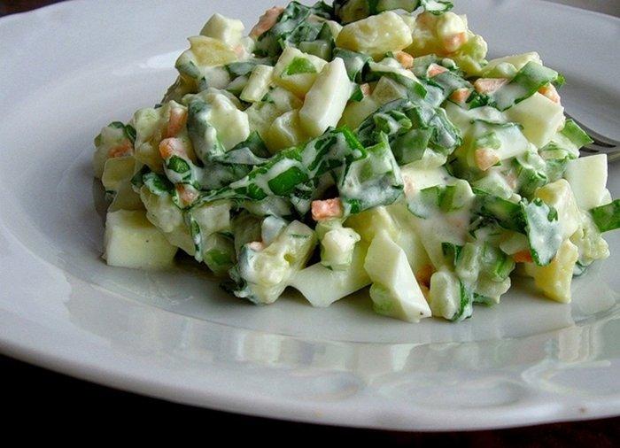 Салат с черемшой и крабовыми палочками
