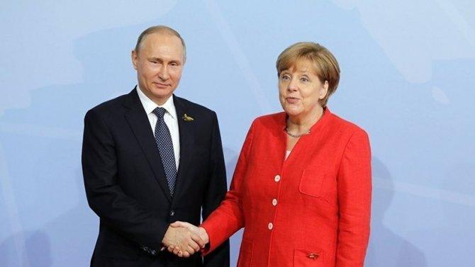 В западных СМИ истерия: Германия развернутлась в сторону России