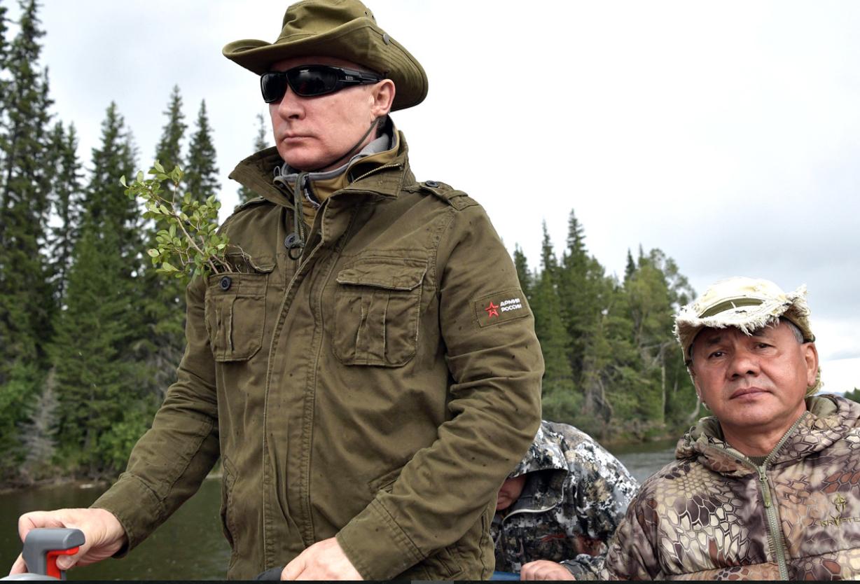 Владимир Путин добыл щуку на подводной охоте