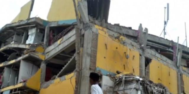 Число жертв землетрясения и цунами в Индонезии превысило 800 человек