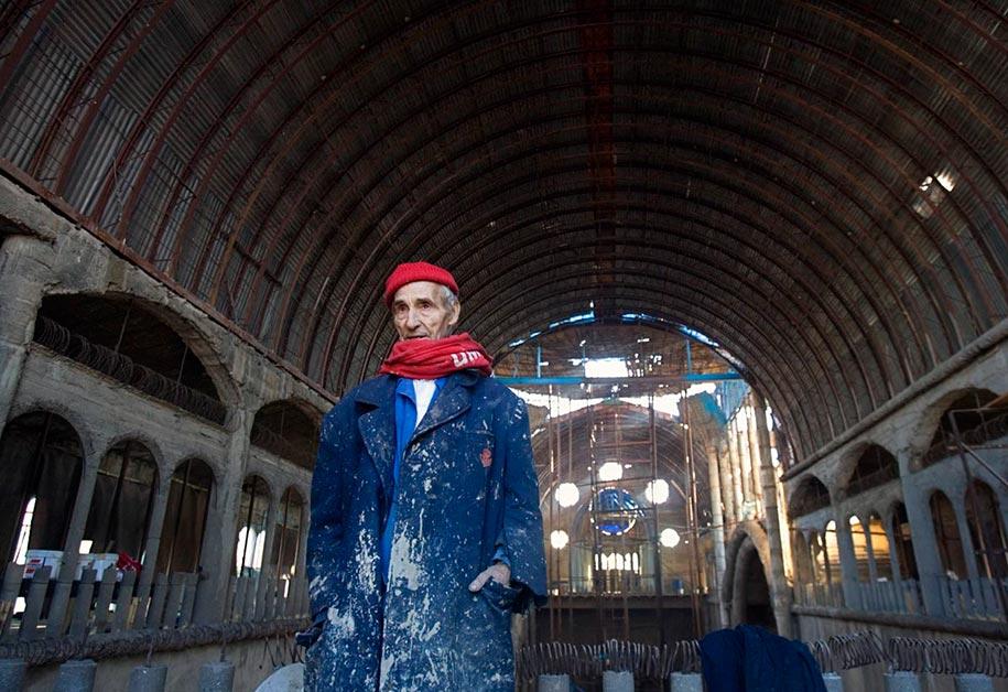 Бог в помощь: 91-летний монах уже полвека самостоятельно строит грандиозный собор