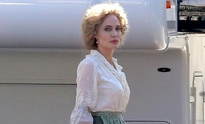 Анджелина Джоли стала блондинкой на съемках нового фильма