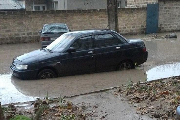 В Бахчисарае дорога ушла под воду