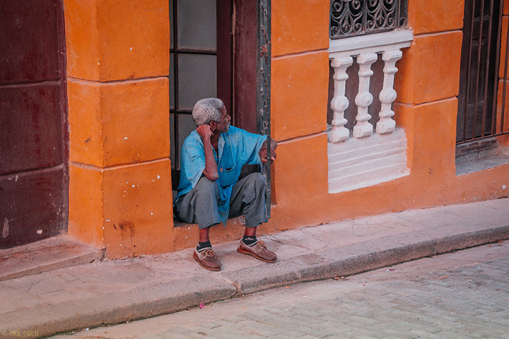 i-spent-20-days-in-cuba-documenting-the-life-of-local-people-21__880