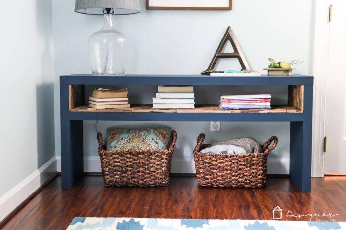 Удобный столик из натуральной древесины, который позволит значительно сэкономить пространство.