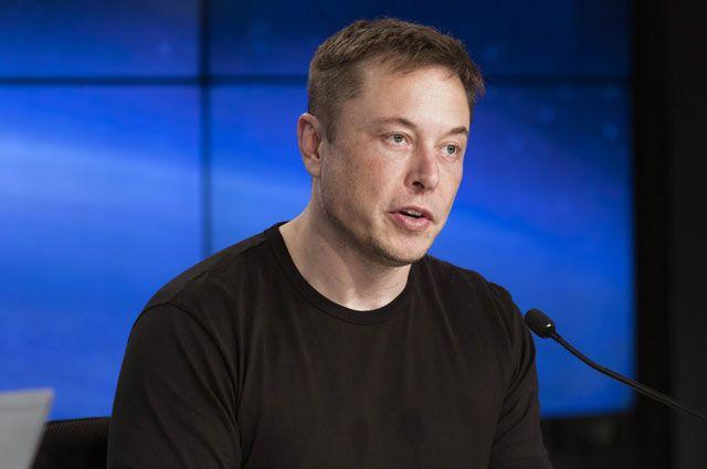 «Извини, педофил». За что Илон Маск оскорбил британского спасателя