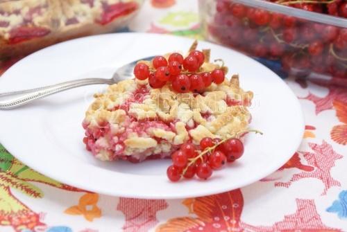 Тёртый пирог с красной смородиной