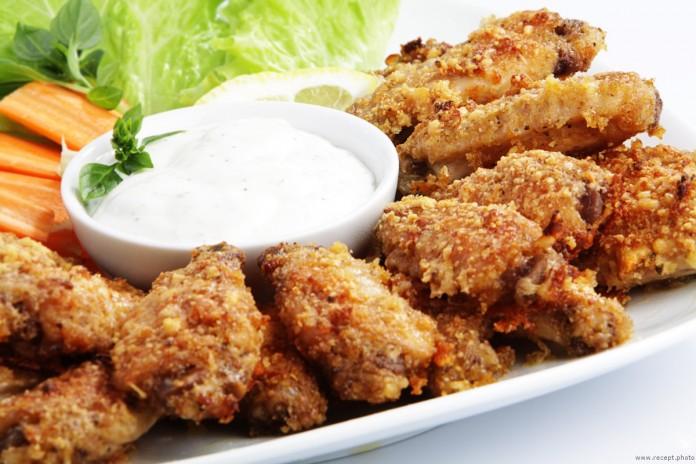 Хрустящие куриные крылышки с сыром пармезан в духовке