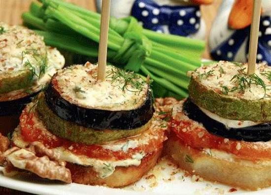 Овощные столбики с ароматным соусом и грецкими орехами