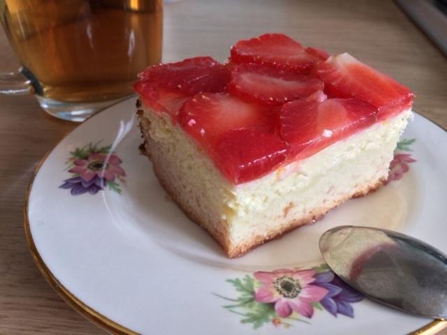 Похвастушки: Заливной пирог с клубникой и творожной начинкой