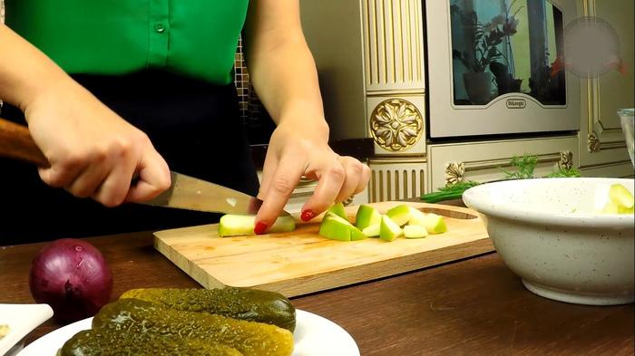 Салат сельдь по-немецки. Традиционный баварский рецепт. Кулинария, Еда, Селедка, Салат, С дедом за обедом, Рецепт, Видео, Длиннопост