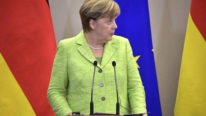Четыре дня спустя Меркель наконец-то определилась с мнением о встрече Путина и Трампа