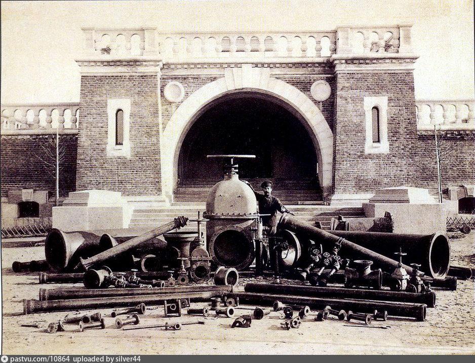 Многочисленные ленинградские водопроводы, которые еще использовались в войну