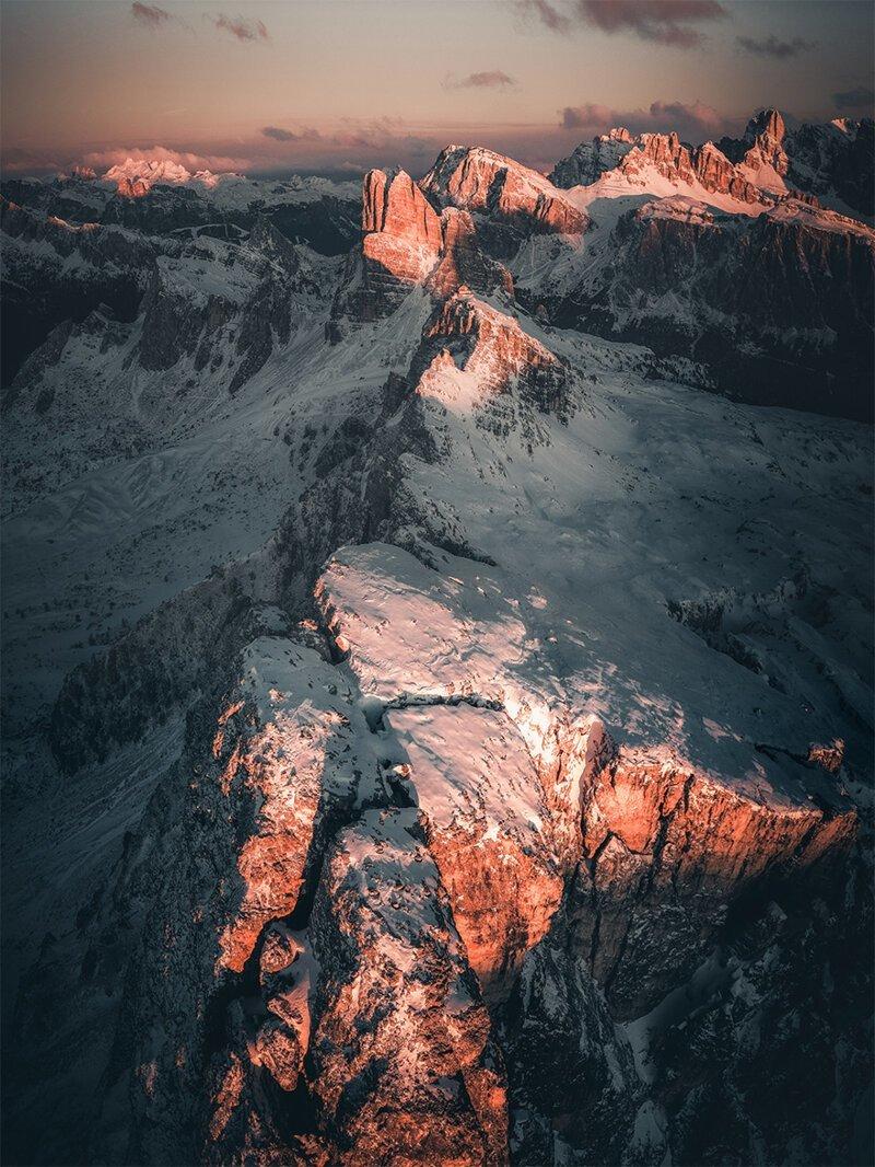 """Выдвижение на номинацию, """"Место в небесах, где горы начинают позировать"""" конкурс, красиво, лучшие, съемка дроном, уникальные виды, фотографии"""