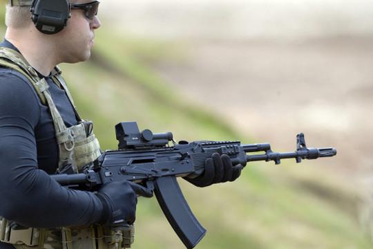 Один из лучших в мире: западные СМИ восхитились автоматом Калашникова АК-74М