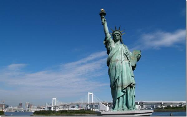 Статуя Свободы посвящена бог…
