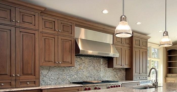 Зачем устанавливать кухню под потолок